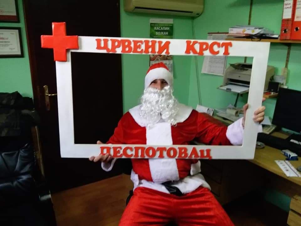 Срећну Нову годину и Божићне празнике жели Вам Црвени крст Деспотовац